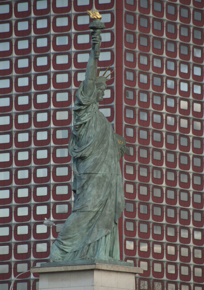 Mini_Statue_of_Liberty_Paris_0313