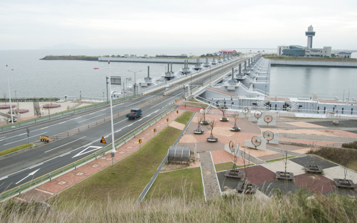 A sterile park and sluice gates from the rest stop, midway across the Saemangeum sea wall.